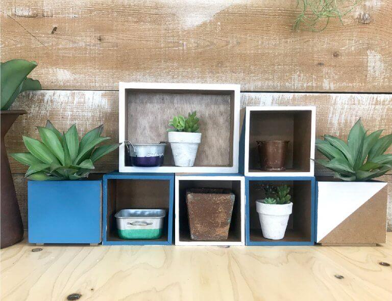 多肉植物を飾るのに最適!組み換え自由なミニ棚の作り方